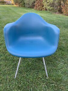 Herman Miller Charles Eames Plastic Arm Shell Chair Medium Blue Rare