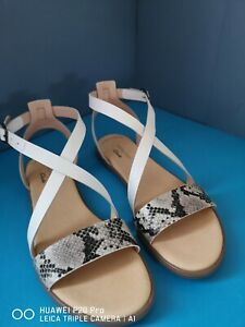 Clarks Bay Rosie Grey Snake Leather Flat Open Toe Summer Sandals Size 8 D new