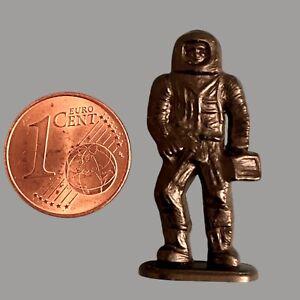 Vintage Mini Astronaut Hartplastik Figur 3cm Schwarz Weltraum Mann Sammler Alt