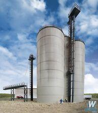 Corn Storage Silos & Elevator Structure Kit HO - Walthers Cornerstone #933-2975