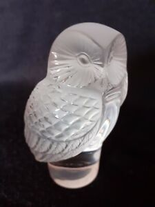 STUNNING SIGNED LALIQUE GLASS OWL PAPERWEIGHT