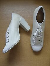Ladies Shoes KG ivory canvas high heels, lace-up, size UK 7, EU 40, used 3399