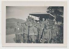 Foto Soldaten vor Kfz 2.WK (9914)