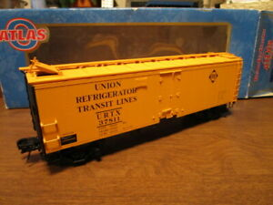 7tlas O 8521-2 Erie 40' Steel Reefer Car #37811 with opening hatches in 3-rail.