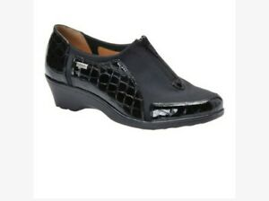 Softspots Womens Black Croc Print Patent Leather Trim Zip  Loafers size 7.5
