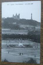 Carte postale ancienne animée Lyon Place Bellecour CPA