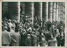 Paris, la Bourse en 1936 Vintage silver print Tirage argentique  13x18