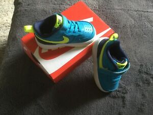 Nike Turnschuhe Gr. 22 *NEU*