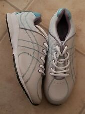 AVON CURVES FOR WOMEN WHITE SIZE 10 RUNNING SHOES WITH ZTRACTION TECHNOLOGY. NEW