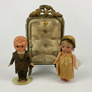 Antique Glass & Brass Table Top Display Case with VTG Bride & Groom Figurines AA