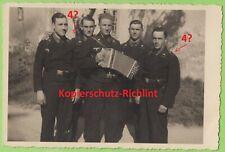 org. Foto: Wehrmacht Portrait Panzermänner Panzercrew Pz-Regt.4? & Ziehharmonika