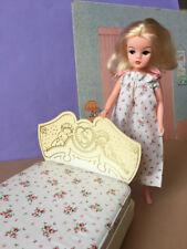Réduit 60 S Sindy doll angelots lit + ROSE matelas et Nuit Robe shimmyshim