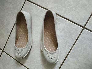 Chaussures Ballerines en cuir de marque KICKERS en très bon état taille 37