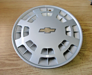 One genuine 1991 1992 Chevy Caprice 15 inch hubcap wheel cover nice