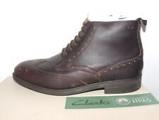 CLARKS MENS CHILVER RISE DARK BROWN PUNCHED LEATHER LACE UP BOOTS UK 6.5G. BNIB