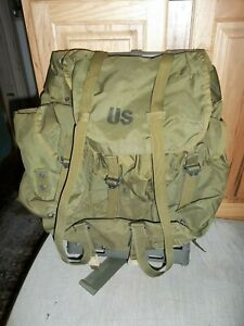 Vintage US Army Field Pack Combat Nylon MEDIUM Green Backpack with Frame