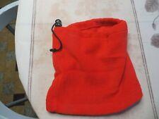 Tour de cou rouge avec lacets  POIDS : 49 grs HAUTEUR 27 cm LARGEUR  25 cm