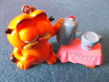 Garfield Keyring - Pouring Tea.