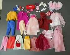 C/ Lot de vêtements ancien Barbie vintage avec accessoires chaussures sac etc