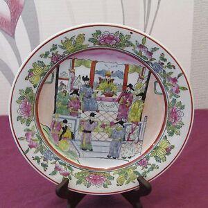 Grande assiette en porcelaine de chine émaillé signé Lot  ( N°15 )