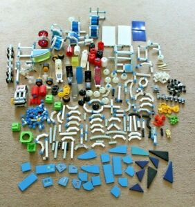 MIXED LOT OF VINTAGE FISHER PRICE CONSTRUX THE ACTION BUILDING SYSTEM PIECES