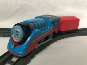 Thomas the Tank Engine Trackmaster Streamline Thomas Train with Carriages