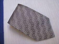 ARMANI COLLEZIONI Neck Tie 100% Silk Gray Wavy Textured Stripes w/ Logo Lining V