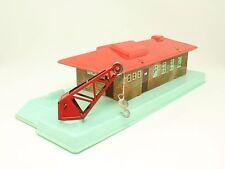 HWN Wimmer H0 Lagerhaus Güterschuppen mit Kran aus Blech / Kunststoff