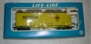 New, Life-Like HO Scale Box Reefer Car Michelob 1896 Beer Freight 08525