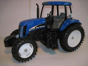 New Holland Farm Toy Tractor TG-285 1/16