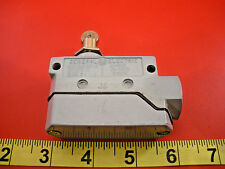 GE CR115H01108 Limit Switch CR115H 600v Roller Plunger General Electric New Nnb