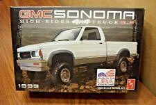 AMT 1993 GMC SONOMA HIGH-RIDER 4x4 PICKUP TRUCK SLE 1/20 SCALE MODEL KIT