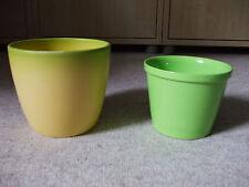 2 x Blumentopf guter Zustand, 1 x gelb, 1 x grün
