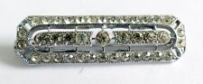 AN ART DECO SILVER TONE BROOCH WITH WHITE DIAMANTES