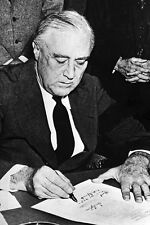 New 5x7 World War II Photo: Franklin Roosevelt Signs Declaration of War on Japan