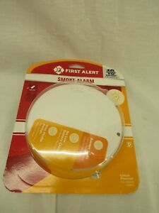 First Alert 1039856 Battery Powered Smoke Alarm Escape Light Open Box  2