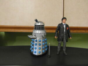 """A CLASSIC SECOND DR WHO AND A DALEK 5"""" FIGURES SET"""