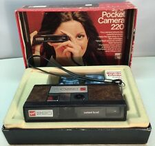 Vintage GAF Pocket Camera 220 With Box, 2 Flash Cubes, Magicube With Extender