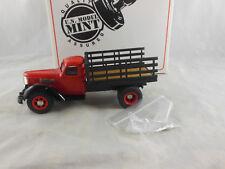 Menta nos Modelo US-28 1947 internacional KB-12 Estaca camión en rojo escala 1:43