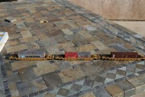 HO Walthers Double stack Car 3-car set TTX #25064 w/containers weathered