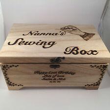 Personalizzata in LEGNO per cucire scatola con vassoio rimovibile pyrography