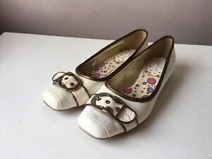 LUNAR ladies flat shoes size 5