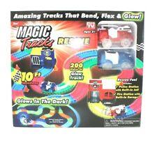 Magic Tracks Kinderrennbahn m. Feuerwehr u. Polizeiauto 200 Teile u. 2 Stationen