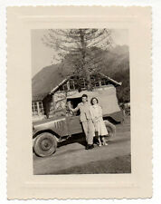 PHOTO - Snapshot - Auto Jeep Décapotable - Portrait Couple - Vers 1950 - Vintage