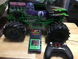 remote control MONSTER JAM ( grave digger ) 1:10 scale