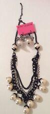 Nuevo con etiquetas Betsy Johnson Raro distintivo collar de perlas de imitación Mult - & Emparejar earringsset