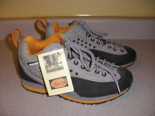 NWT Women's Montrail Hiking Shoes Size 6