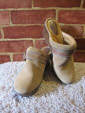FOSSIL WOMEN'S BEIGE/TAN/BROWN WEDGE HEEL SUEDE SLIP ON CLOGS MULES SIZE 9 1169