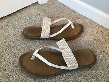 Women's Skechers Luxe Foam White Tan Slip On Thong Sandals Size 10  thin strap
