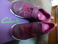 CLARKS Girls Tri Wish Inf Plum Leather Shoes Size UK 12G   (#329)